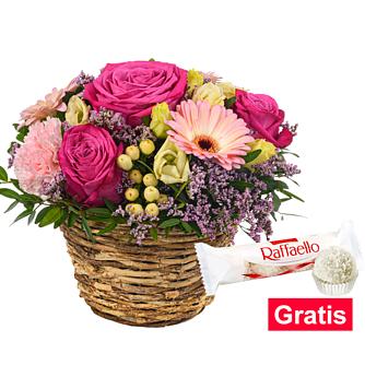 Blumenarrangement Herrlich mit Ferrero Raffaello